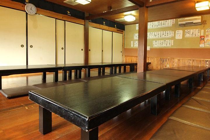 テーブル、大人数個室完備♪